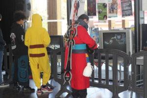 Visiteurs cosplayés